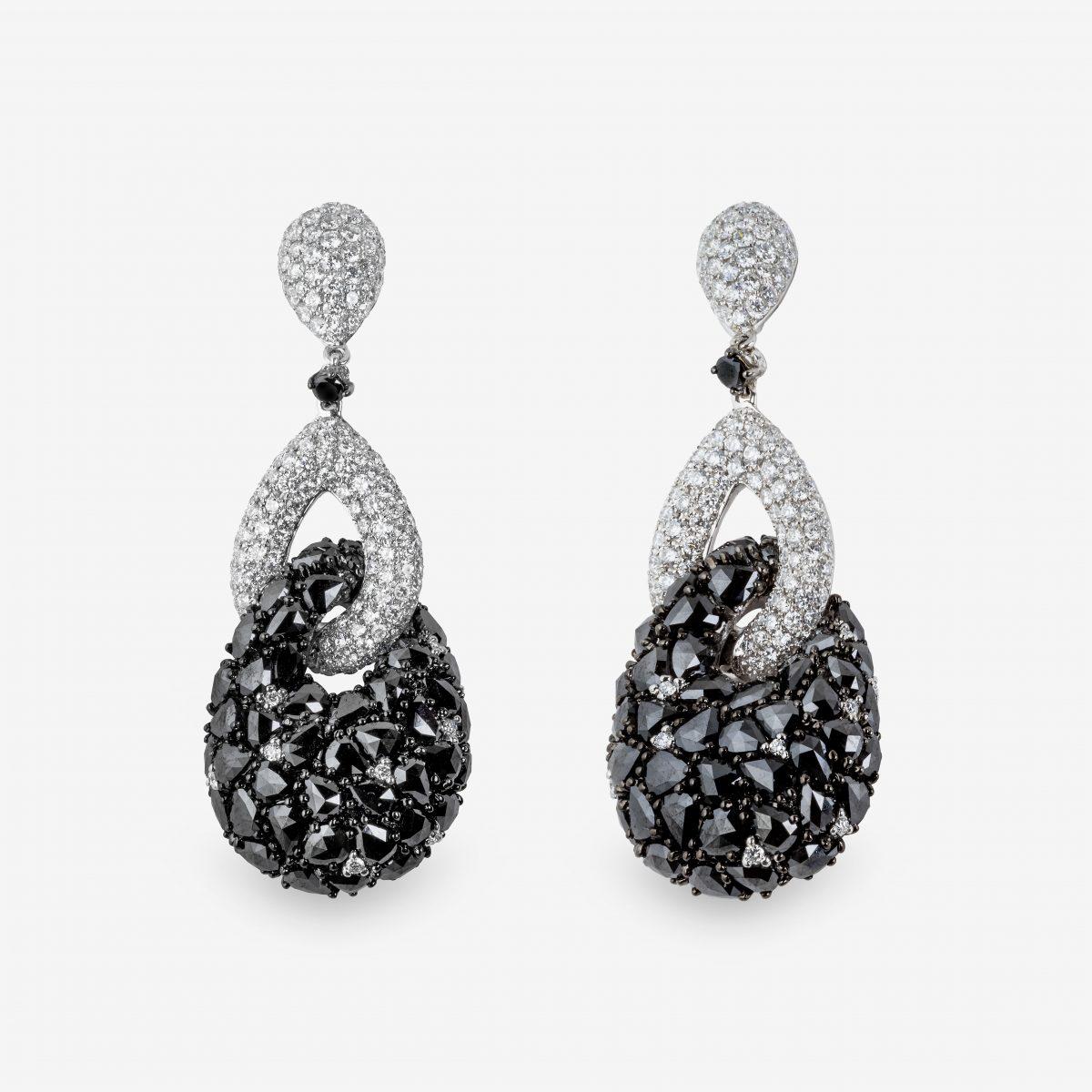 Pendientes oro blanco y diamantes blancos y negros 17,69 quilates.